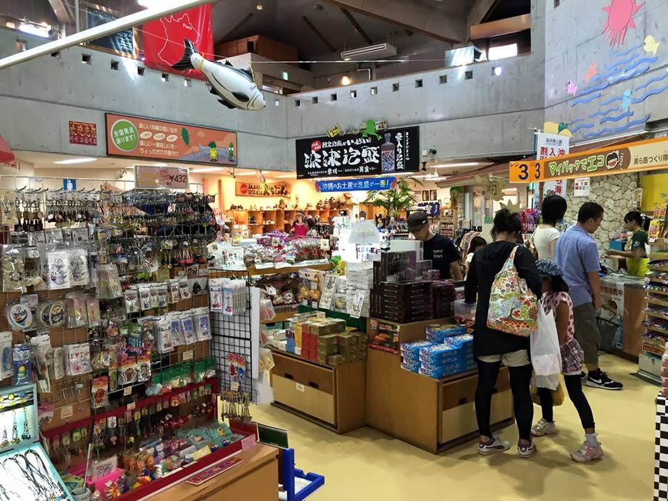 恩納村の道の駅、 おんなの駅 なかゆくい市場でローカルフードを堪能