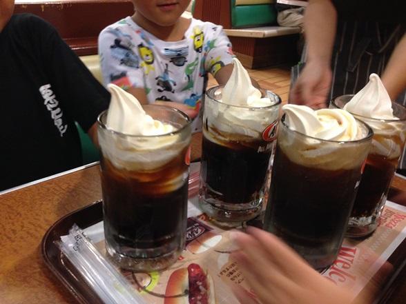 沖縄に行ったら必ず食べたいA&Wのルートビアフロート